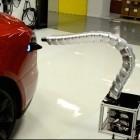 Elektroauto: Tesla stellt Roboterschlange zum automatischen Laden vor