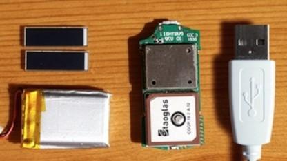 Der Lightbug im Vergleich zu einem USB-Stecker (rechts)