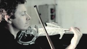 3D-gedruckte Geige Pauline: Korpus, Hals und Kinnhalter aus einem Stück