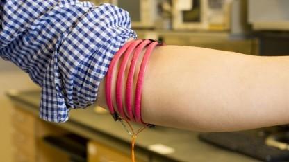 Magnetspule am Arm: für das Smartphone weniger gut geeignet