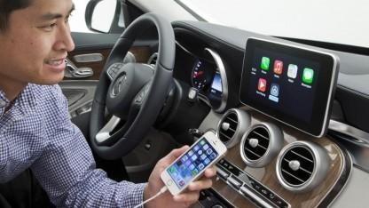 Die Bedienerfreundlichkeit ist im vernetzten Auto wichtig: Eine Studie sagt, entweder es funktioniert auf Anhieb oder der Autofahrer nutzt einfach weiter sein Smartphone.
