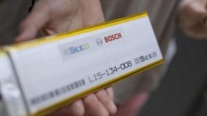Bosch hat einen neuen Lithium-Ionen-Akku erfunden, der bei weniger Gewicht mehr Leistung bringen soll.