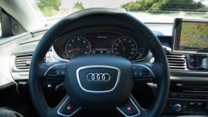 Vor der Zulassung automatisierter Autos sind noch etliche technische und rechtliche Probleme zu lösen.
