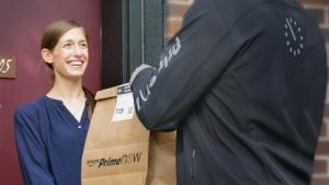 Spätestens zwei Stunden nach Bestellung sollen Kunden ihr Paket haben.