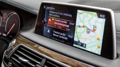 Unterhaltungssystem im Auto (Symbolbild): künftig keine Verbindung per Kabel mehr