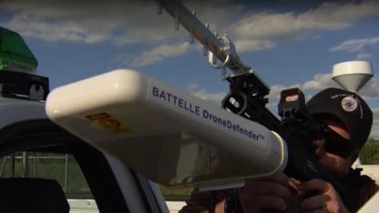 Dronedefender schießt mit Funkwellen