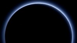 Gegenlichtaufnahme von Pluto