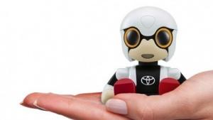 Kirobo Mini Robot soll im Auto unterhalten.