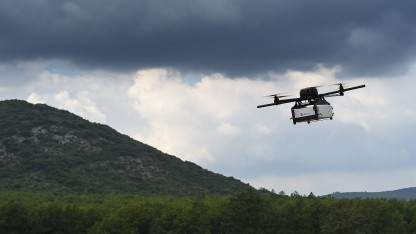 Eine Drohne des französischen Kurierdienstes Geopost