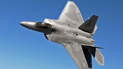Tarnkappenflugzeug Lockheed Martin F-22 Raptor (Symbolbild): merkwürdige Formen, exotische Materialien