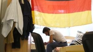 Ein syrischer Flüchtling in einer Unterkunft in Berlin