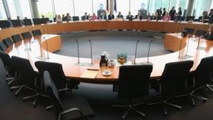 Zeugen aus dem Dienst, die im Untersuchungsausschuss aussagen, haben einen Aufpasser - Philipp Wolff. Bilder von ihm existieren nicht.