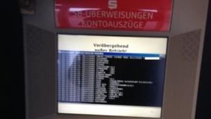 Ein SB-Terminal der Sparkasse zeigte zahlreiche vertrauliche Daten in der Kommandozeile.
