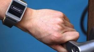 Emsense nutzt Körper des Uhrenträgers als Antenne.