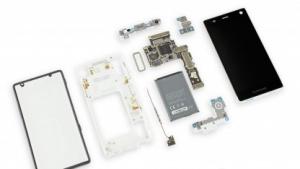 Das komplett auseinandergenommene Fairphone 2