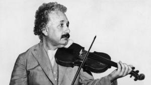 Albert Einstein (1931): Gleichungen beschreiben die Dynamik des ganzen Universums.