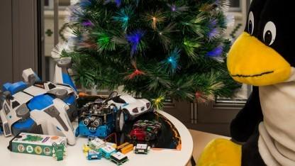 Tux freut sich auf Weihnachten