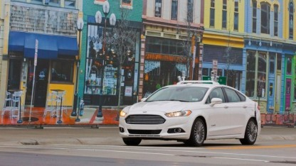 Der autonome Ford Fusion Hybrid verfügt unter anderem über Warntöne, Lichtsignale und ein vibrierendes Lenkrad.