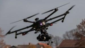 Hexacopter mit Kamera (Symbolbild): Flugsicherheit, Rechtssicherheit, Schutz der Privatsphäre und Datenschutz gewährleisten