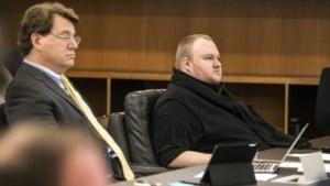 Kim Dotcom am 24. September 2015 mit seinem Anwalt (l.) vor Gericht