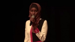 Fatuma Afrah forderte die Nerds auf, gesellschaftlich aktiv zu werden, um Hürden abzubauen.