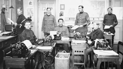 Der Schweizer Nachrichtendienst während des Ersten Weltkrieges. Mit dem neuen Überwachungsgesetz dürften neben Schreibmaschinen auch Staatstrojaner eingesetzt werden.