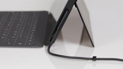 Stromkabel eines Surface Pro 2