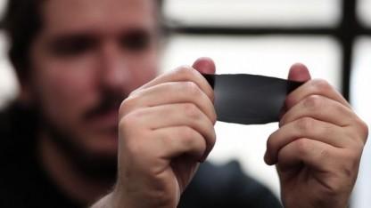 Polymer PDMS wird gedehnt: Kosten für Heizung und Klimaanlage verringern