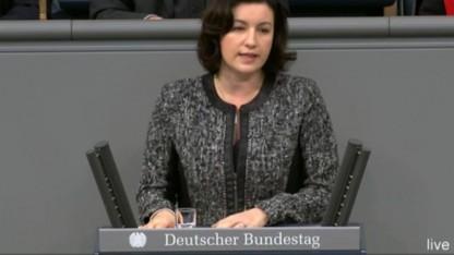 Staatssekretärin Dorothee Bär wünscht sich mehr Euphorie für das vernetzte Fahren.