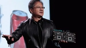 Nvidia-CEO Jen-Hsun Huang zeigt auf der Keynote das Hardwaremodul Drive PX 2.