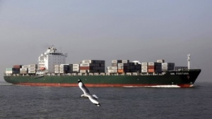 Containerschiff vor der Küste von Mumbai