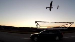 Drohne landet mit 75 km/h auf fahrendem Auto