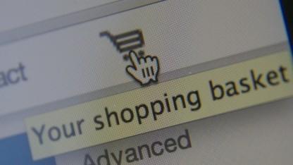 So mancher Onlinehändler verlangt mehr Geld, weil der Kunde woanders wohnt.