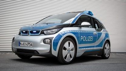 Die vernetzten i3 von BMW werden inzwischen sogar von der Polizei eingesetzt.