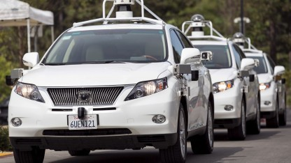 Ein autonomer Google-Lexus verursachte erstmals einen Verkehrsunfall.
