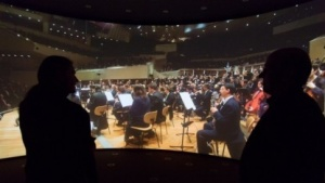 Gebogene Kinoleinwand im Timelab: Wer bewegt sich?