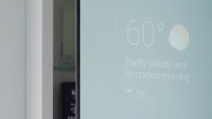 Max Brauns Spiegel kann unter anderem Wetterinformationen anzeigen.