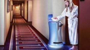 Roboter Butler Relay: Handtuch, Zahnbürste, Schokoriegel oder Flasche Saft