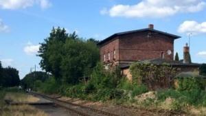 Der Bahnhof Schildow (nicht im Betrieb) findet sich nicht in der Liste der Deutschen Bahn, andere Bahnhöfe der Heidekrautbahn sind aber gelistet.
