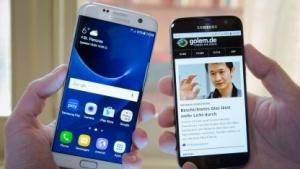 Samsungs neue Smartphones: Links das Galaxy S7 Edge, rechts das Galaxy S7