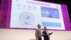 Technikchef Bruno Jacobfeuerborn (links) und 5G-Chefarchitekt Rachid El Hattachi