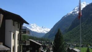 Imposante Kulisse zum Programmieren, Randa in der Schweiz