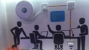 Eine kleine Mobilfunkzelle, rechts unten, versorgt auch schlecht erreichbare Orte mit Mobilfunk.
