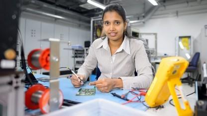 Jayalakshmi Kedarisetti entwickelt bei Bosch in Renningen Leistungselektronik für Elektrofahrzeuge.