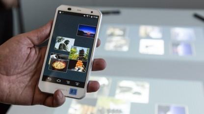 Im Creative Space lassen sich Inhalte vom Smartphone auf dem Tisch ablegen.