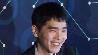 Lee Sedol auf der Pressekonferenz nach dem Spiel