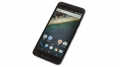 Das Nexus 5X macht bei einigen Nutzern Probleme mit einem gelbstichigen Display.