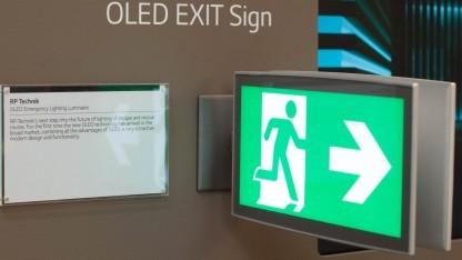 Wo ist der Ausgang? 2014 zeigte noch Philips solche Schilder. 2016 fanden wir dieses bei LG.