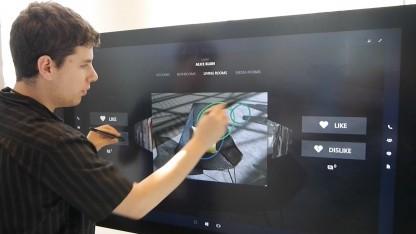 Microsofts Demonstrationsgerät des Surface Hub auf der Build 2015