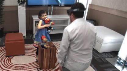 Das kleine Mädchen links im Bild und seine Spielzeuge sind 3D-Modelle.
